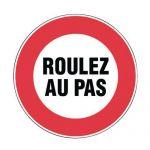 PANNEAU D'INTERDICTION - ROULEZ AU PAS - RIGIDE